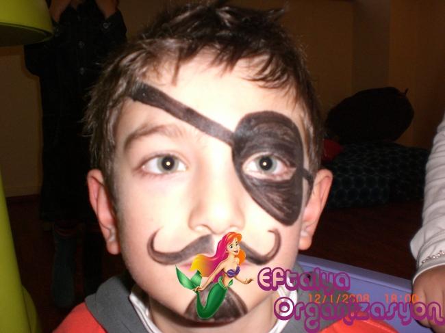 çocuklara Yüz Boyama Yüz Boyamacı Palyaço Zararsız Yüz Boyası